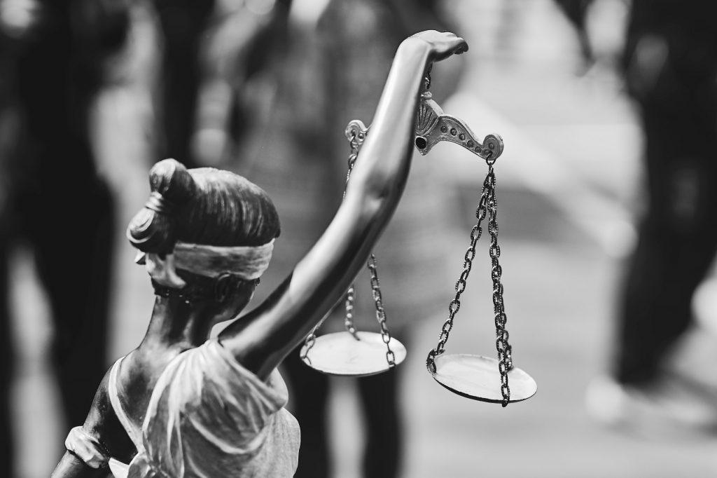 justicia responsabilidad por la gestion de la pandemia covid19 denuncias a politicos y epidemiologos
